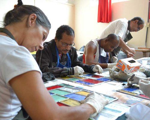 Grupo-de-artesãos-Armazem-das-Oficinas